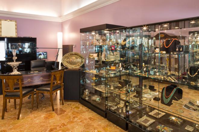 Sisters' Antiques Milan